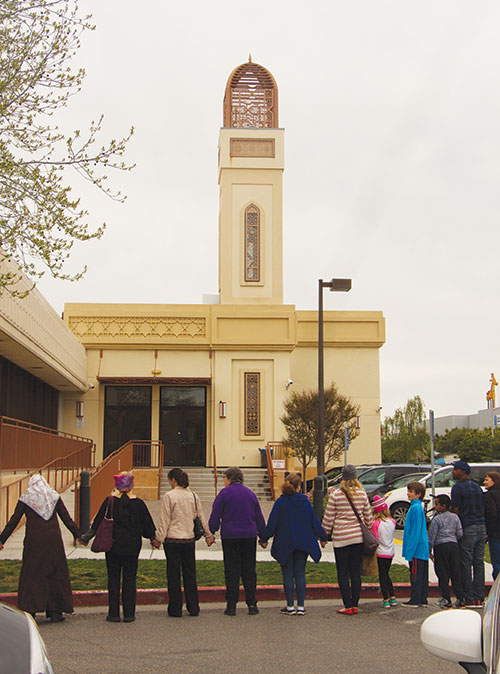 Hands Around the Mosque Celebrates Unity, Denounces Division