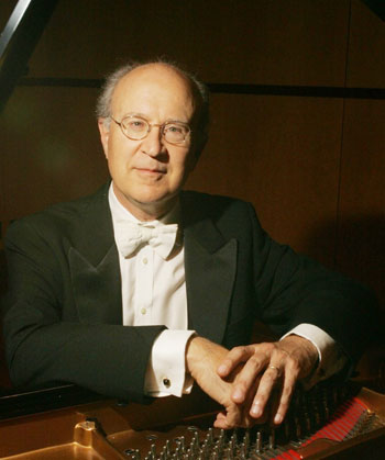 Pianist Hans Boepple Delights at SCU