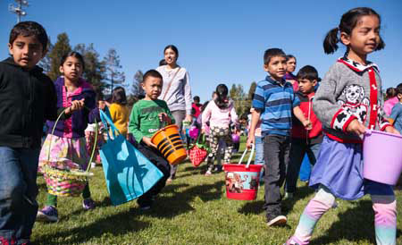 Families Uphold Santa Clara Egg Hunt Tradition