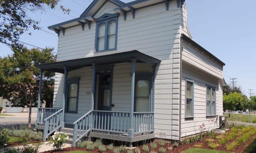 The Santa Clara Historic Home Tour is now a a self-guided tour. Learn more about Santa Clara's historic homes this Holiday Season.